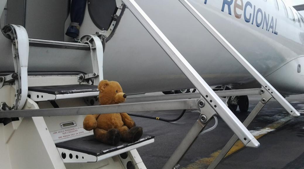 bum scende dall'aereo con Eleonora Mino